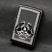 Зажигалка Zippo 28678 Winged Skulls Ebony (черный глянец, гравированный рисунок черепов с крыльями, логотип Зиппо)
